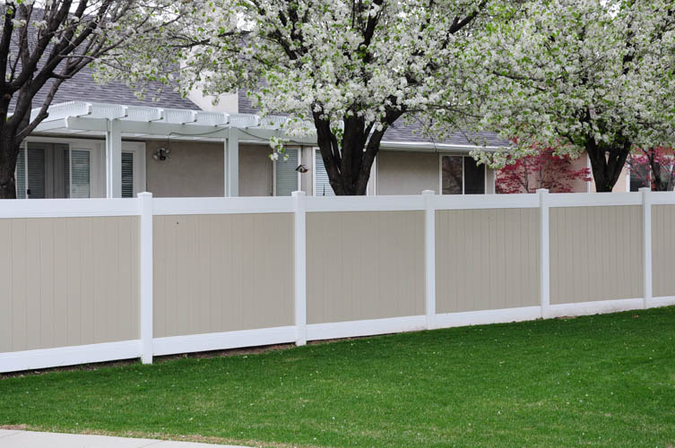 New York Two Tone vinyl fencing