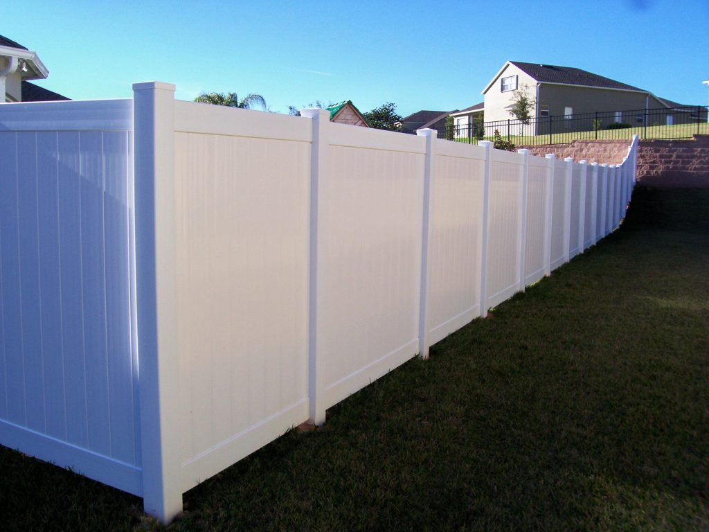 Heavy duty pvc privacy fencing wholesale vinyl for Cheap tall privacy fence